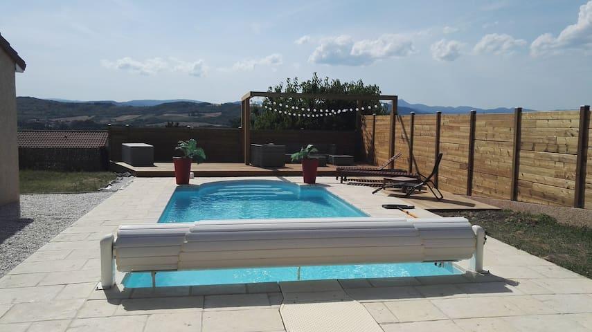 Maison avec piscine au pied du Saint romain