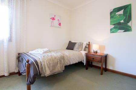 Private Room w/ Shared Bathroom - 4 - Westmeadows - Hus