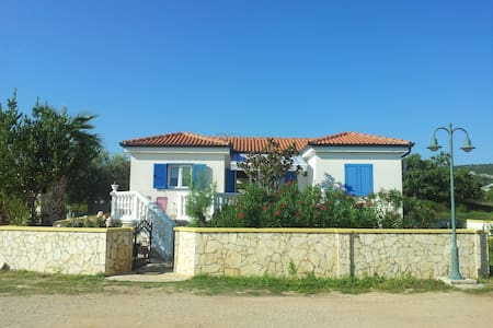 Charming seaside house, perfect for vacations - Neviđane
