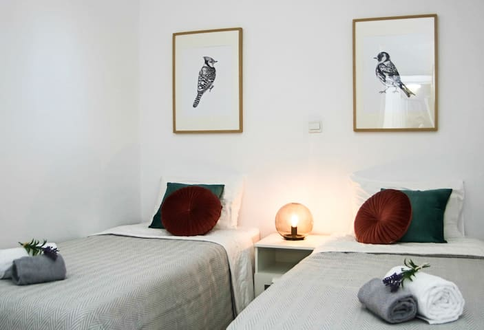 Two-single bed, room-darkening shades, Air conditioning..Relax!