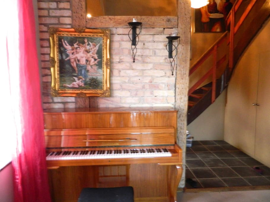Piano and welcome area