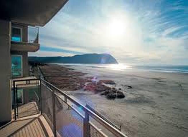 Incredible beachfront Oregon Coast Resort 8/6-9