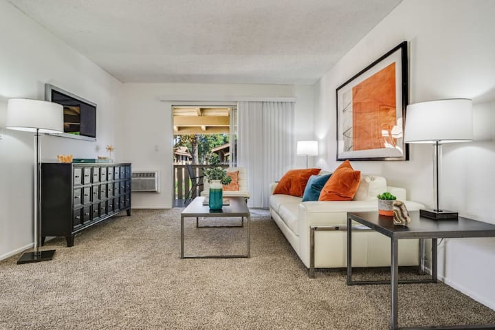 1BR oasis w/ private entrance, pool in Tustin