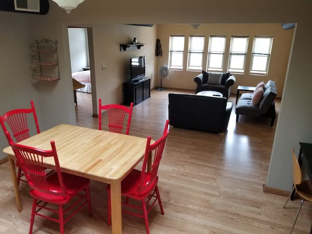 3 bdrms 1000+ sq. ft. clean apt. Downtown Madison