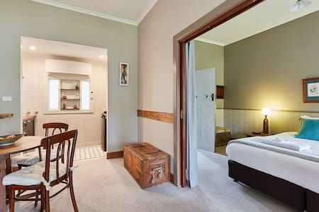 Forrest Guesthouse, Otway Suite, King bed or twin singles, plus sofa bed/trundle
