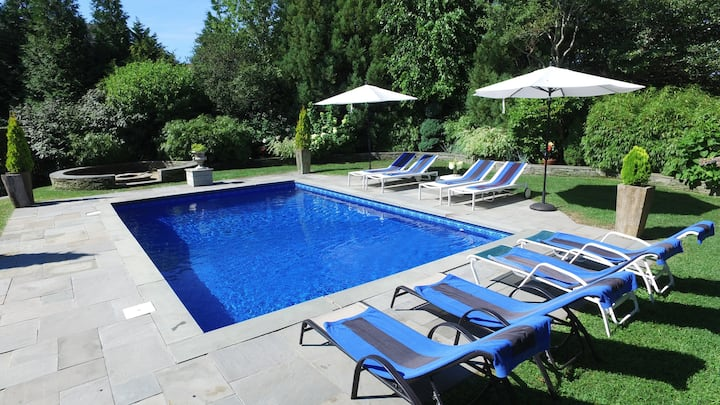 Montauk 5 bedroom home with pool open until 10/26!