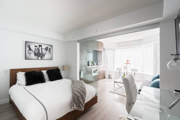 A Luxury Comfortable Condo in the ❤ of Yorkville