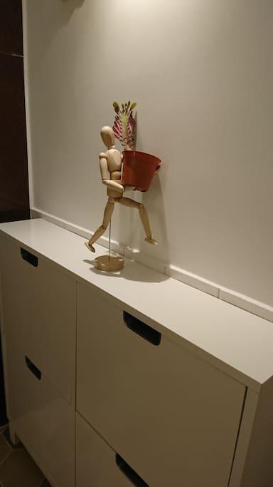 溫馨玄關.房門邊鞋櫃