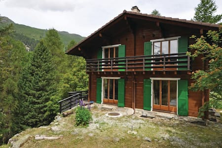 Holiday cottage with 5 bedrooms on 80m² in Zinal