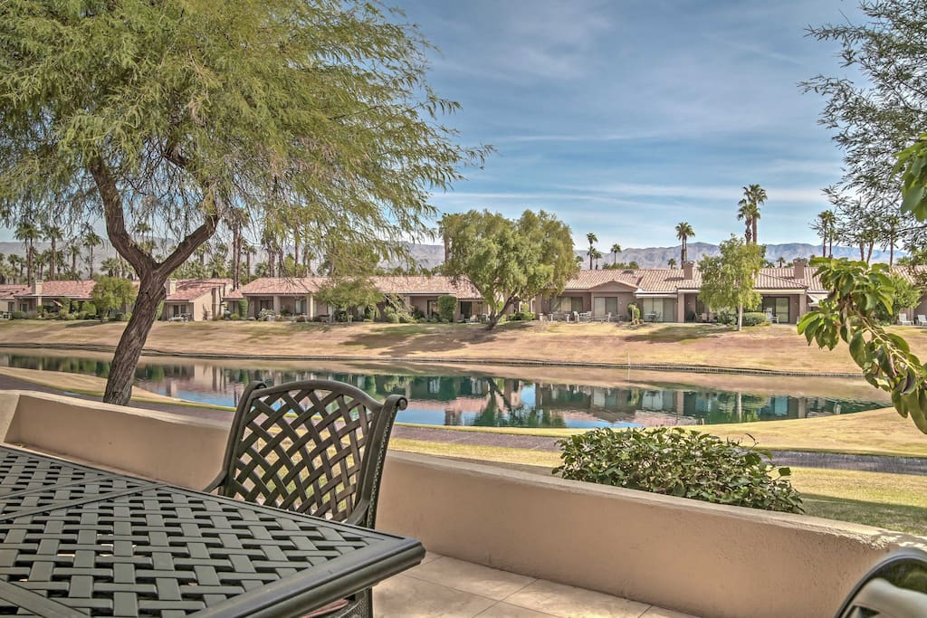 Discover your own piece of paradise with this beautiful Palm Springs vacation rental condo.