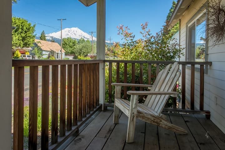 Mt Shasta View Home in Historic McCloud