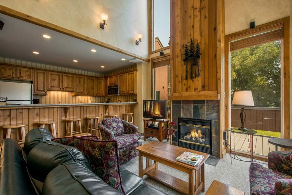 Our comfortable and inviting condo at the base of Park City has a spacious and open floor plan, renovated kitchen, large family room and Clubhouse.