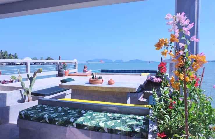 Lantawa : amazing villa on the sea with pool