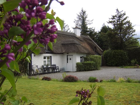 Charming  And  Cosy 300 yr Old Thatched Cottage.