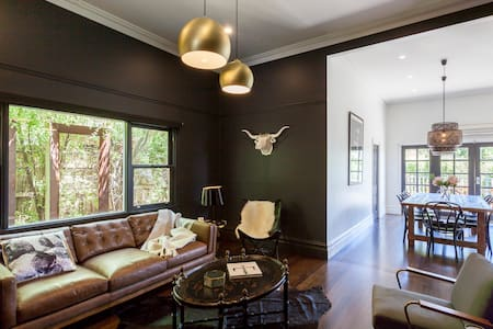 Alchemy House- designer boutique Accommodation - daylesford - Rumah