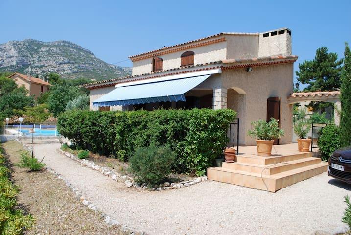 Belle maison provençale avec vue sur le Garlaban