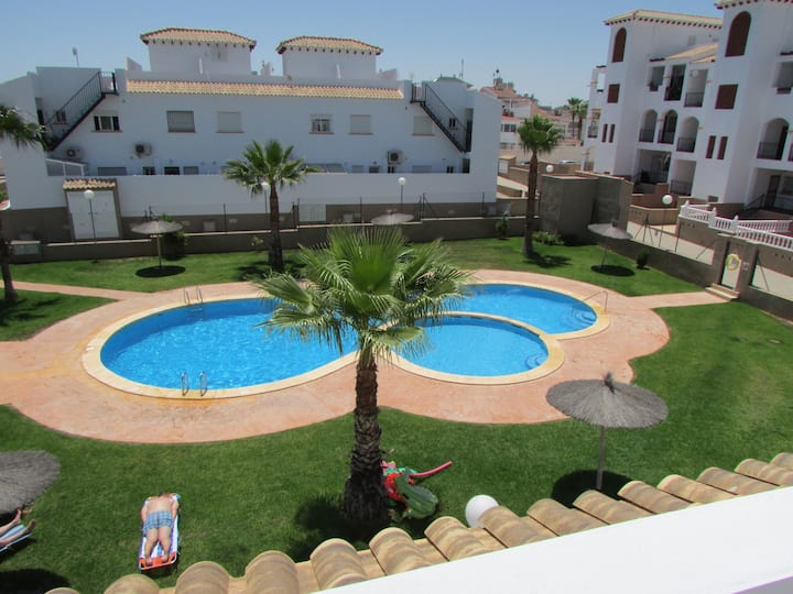 Lovely 2-Bed House in Punta Prima, Orihuela Costa