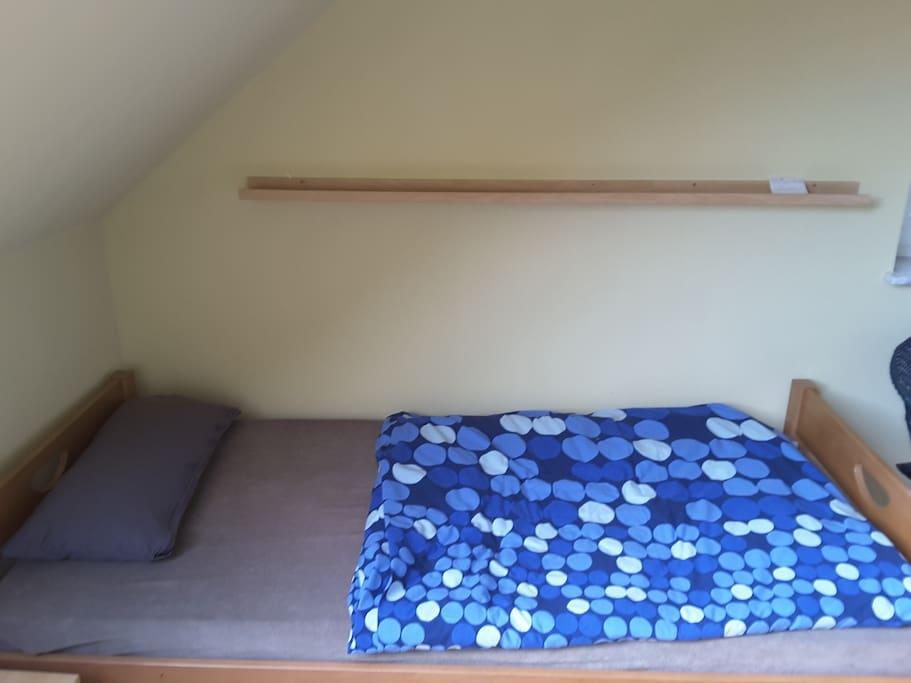 Bett: 200 cm x 100 cm