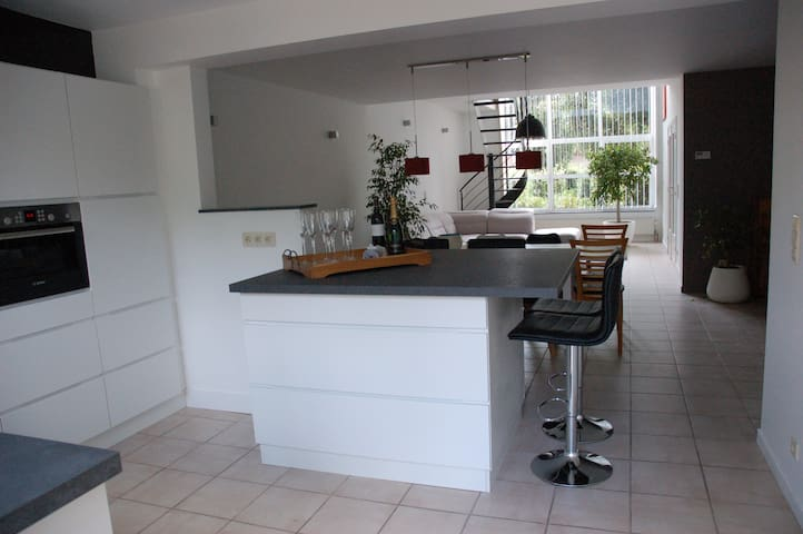 Spacious duplex appartment near Antwerp - Edegem - Apartamento