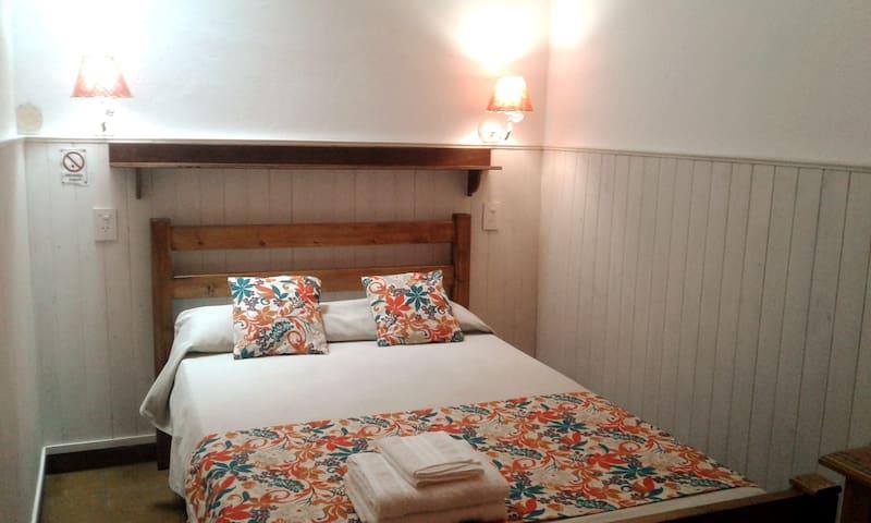 Hotel Salvado, habitación 2 pax. Cama matrimonial