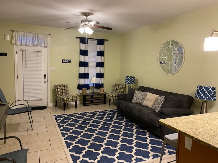 Beach Townhouse, Walking Distance to Beach