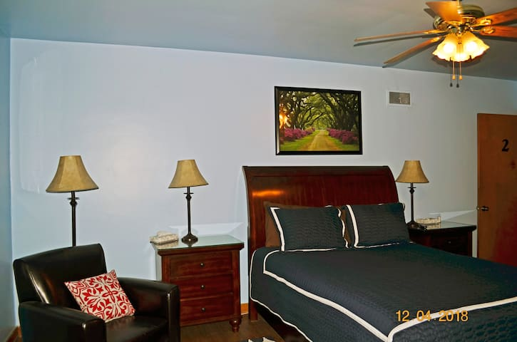 Great Location! - 1 Bedroom - 2nd Floor Apartment