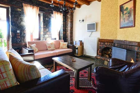 Traditional two-space Suite: Bath-Tab (4persons) - Agios Athanasios - 公寓