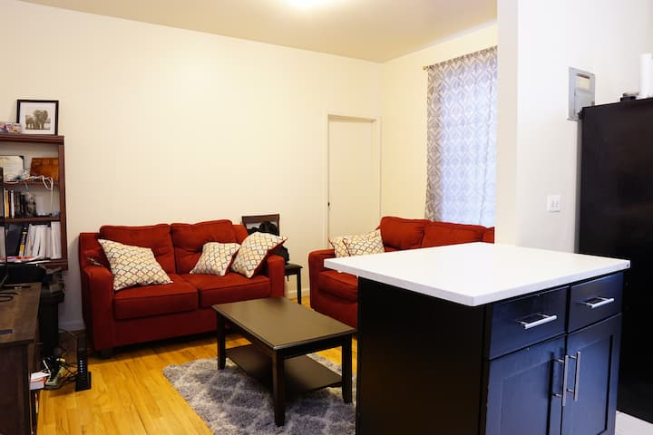 Furnished private room 5 minutes from Subway