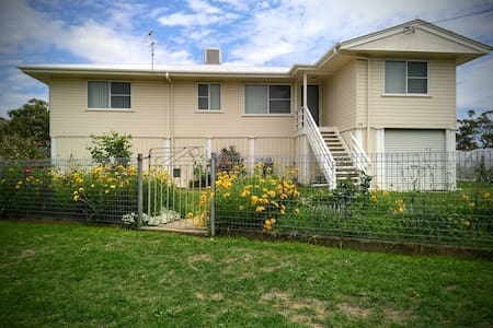 Inglewood home between Bull Ring & Golf Course