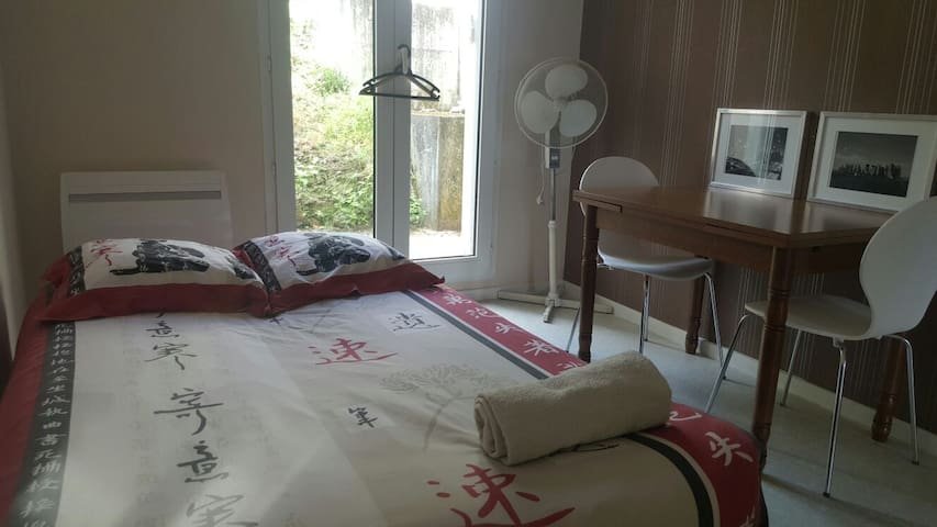 bedroom with terrace, 5 minutes from the stadium