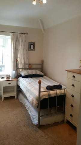 Cosy single bedroom near the Docklands - Londres