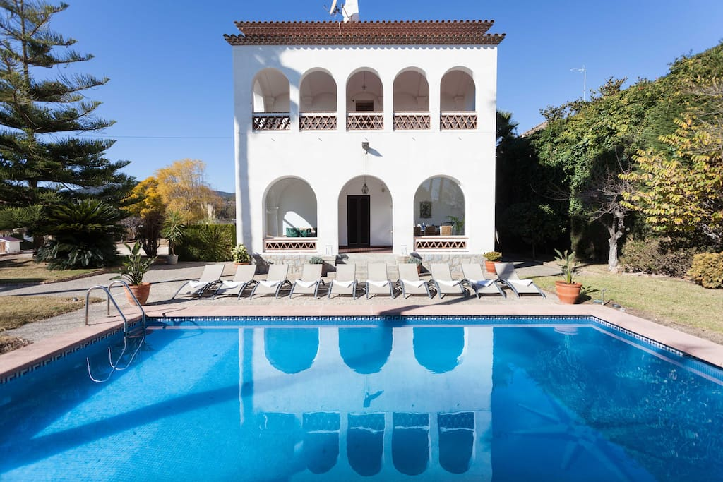 Big villa with private pool next to barcelona houses for for Pool show barcelona