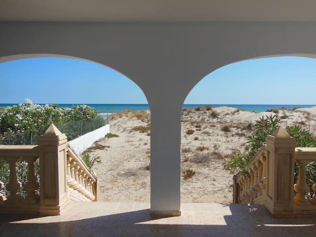 Haus in den Dünen, offen zum Meer - Oliva