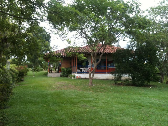Tranquil Colombia farm - Quimbaya - Bed & Breakfast