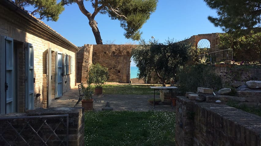 MEDIEVAL HAMLET SEA VIEW - Cupra Marittima - Appartement