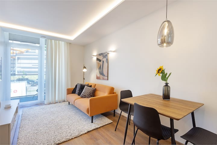 New Modern apartment with parking, centre in 10min