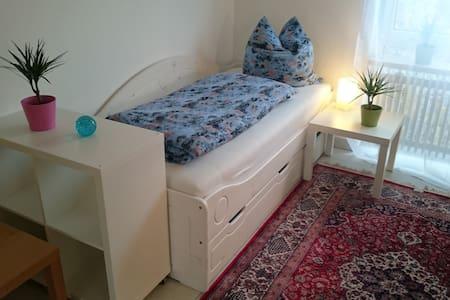 Ruhiges sonniges Zimmer in Bungalow - Braunschweig - Bungalow