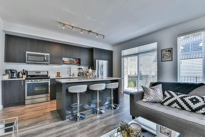 Beautiful Luxury Living Close To White Rock!