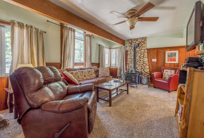 Inviting, dog-friendly cottage with a hot tub, wood stove, near the village!