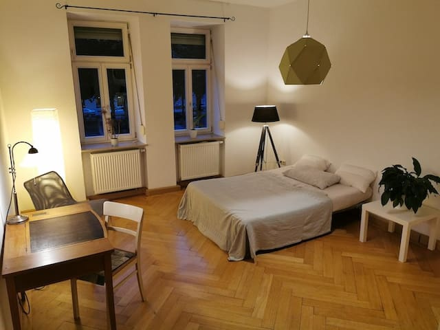 Cosy room in nice apartment, 10 min to Octoberfest