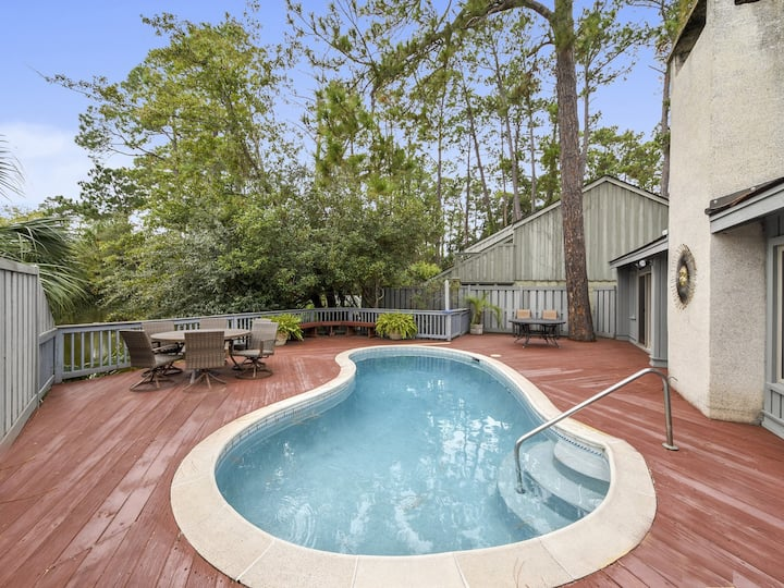 8 Windjammer ~ Walk to Harbour Town Marina from this Updated Sea Pines Home!