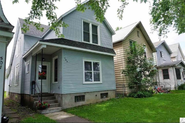 Comfy Home Near All Duluth Attractions