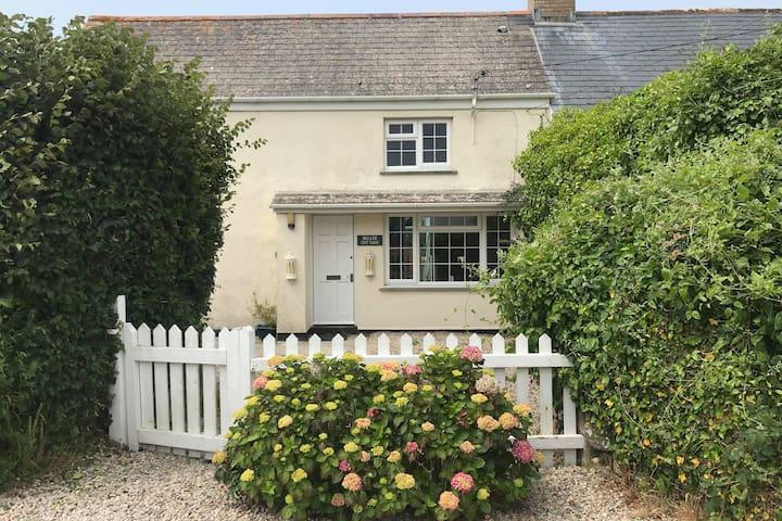 Dog-Friendly Cornish Cottage - Buller