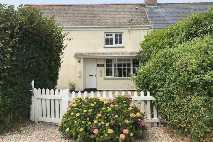 Dog-Friendly Cornish Cottage - Buller