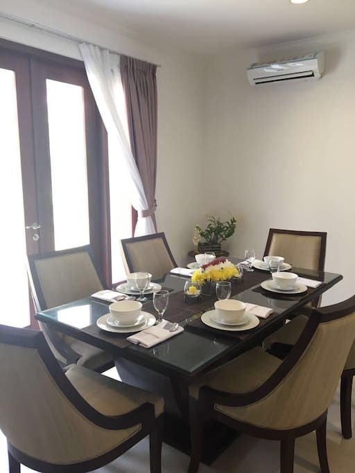 Dining room @ Level 1