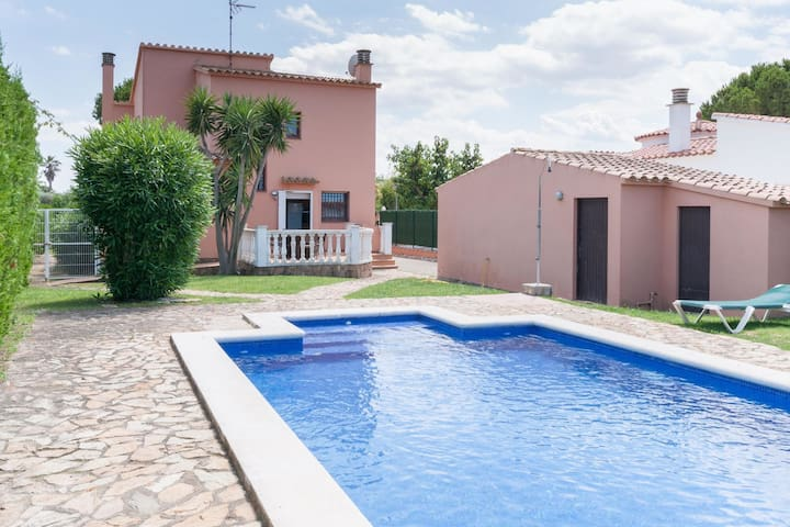 Modern Holiday Home in St Pere Pescador with Private Pool