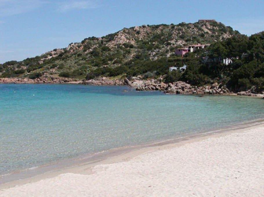 Spiaggia Baia Sardinia -Baia Sardinia Beach