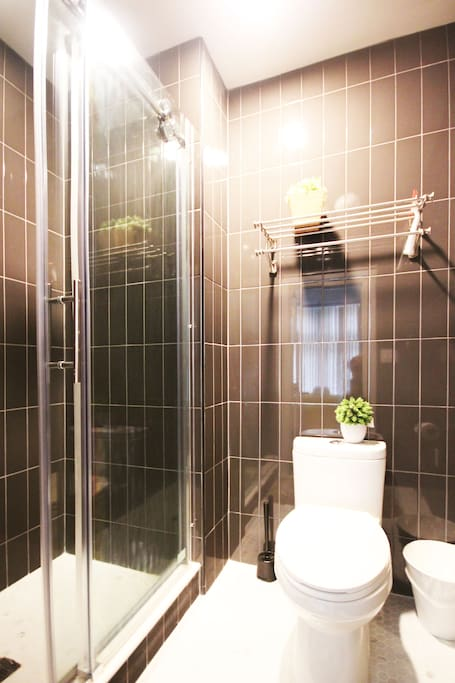 A private en suite bathroom is included.