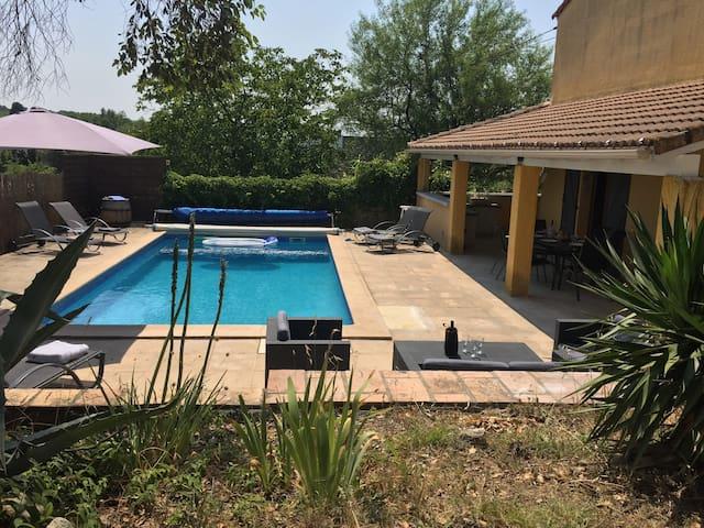 Villa tout confort, Piscine privative, proche Uzès