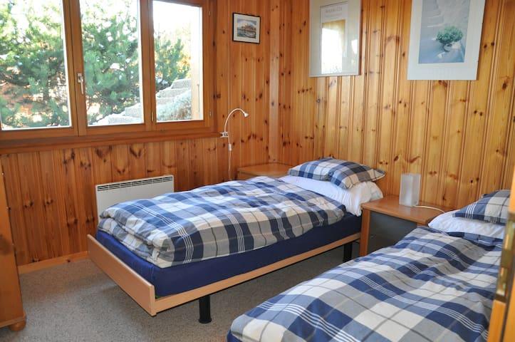 3ème chambre en bas Bedroom 3
